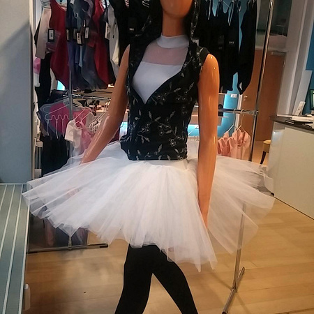 Tutu und HipHop-Sweater